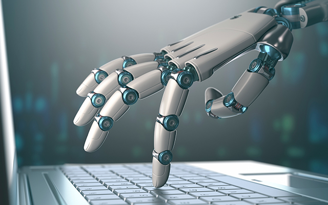 Testautomatisierungs-Roboter bedient Notebook